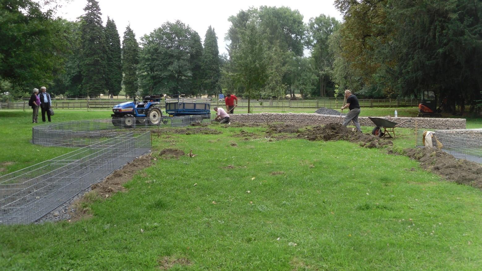 Arbeiten im Park von Haus Hemer zur Rekonstruktion der Vituskirche